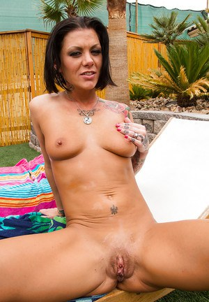 Shaved Pussy Cougar Pics